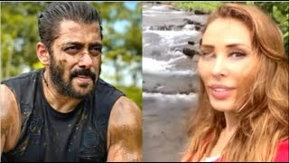 Iulia Vantur Takes Boyfriend Salman Khan's Photo Playing In Mud At His Farmhouse