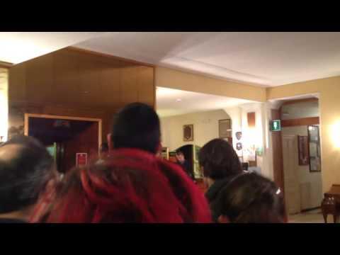 Marco Mengoni arriva in hotel, Sanremo 2014