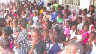 preview picture of video 'Centro Santa Cruz' 2010 (Uige-Angola) - 2ª parte'