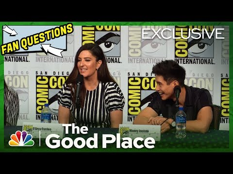 'The Good Place' Fans cosplay as Bad, Neutral and Good Janet and ask D'Arcy Carden a question at Comic-Con