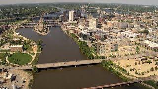 Iowa Land And Sky: Iowa Cities, Towns And Waterways