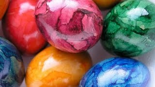 Оригинальный способ покрасить яйца на Пасху.To paint eggs for Easter.