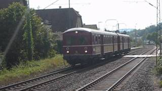 preview picture of video 'Historischer Elektrotriebwagen Roter Heuler ET 65 am 11.09.2011 im Bahnhof Wannweil'