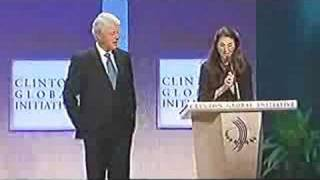 Carlos Creus Moreira at the 2008 Clinton Global Initiative receiving the Award from Bill Clinton