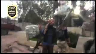 preview picture of video 'تهديم  تمثال المقبور الطاغية حافظ الأسد في اللواء 82 بدرعا  25 01 2015'