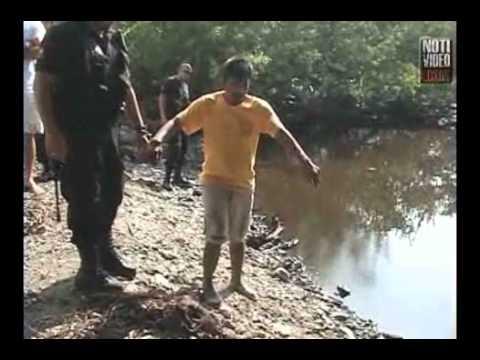 Delincuentes lanzan a niño al rio con cocodrilos...