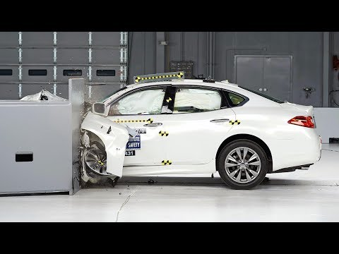 2014 Infiniti Q70 small overlap IIHS crash test