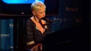 Annie Lennox . Pavement Craks . Paris 2009