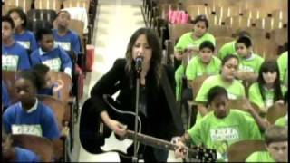 "KT Tunstall & PS22 Chorus ""(Still A) Weirdo"""