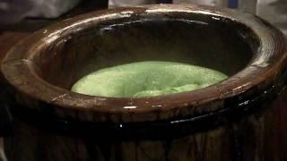 Dramatic Japanese rice cake pounding 高速餅つき 奈良 中谷堂