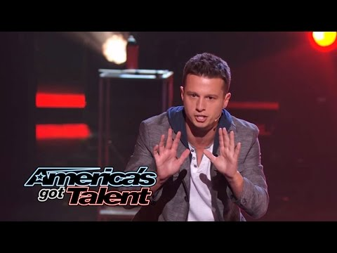 Mat Franco: Magician Uses Fire to Reveal Card Trick - America's Got Talent 2014 (видео)