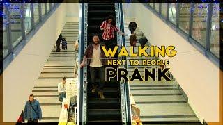 Kráčanie vedľa ľudí | PRANK