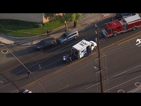 """Powiedział, że człowiek, który był """"pełen gniewu"""", dźgnął, ciął i obrabował swoją drogę przez dwa miasta południowej Kalifornii w krwawym szaleństwie, w którym zginęły cztery osoby i zraniły dwie inne osoby, które najwyraźniej były atakowane losowo. (8 sierpnia)"""