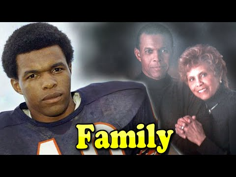 Gale Sayers Family With Wife Ardythe Bullard 2020