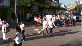 preview picture of video 'Gran Marcha de Gloria Macuspana 2011 Parte 1 de 2'