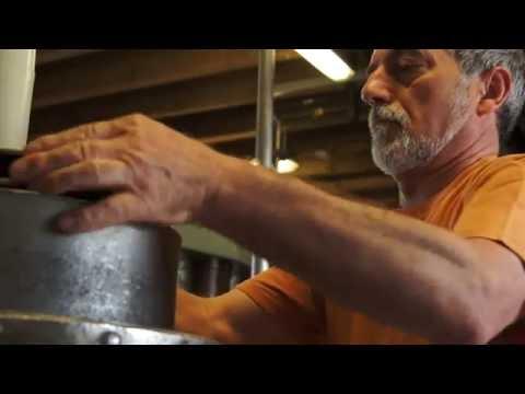 Herstellung von Walnussöl in einer Ölmühle