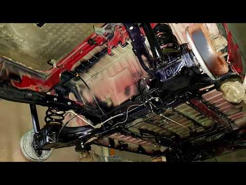T3 Bus Unterboden von Rost befreien , Rostschutz Grundierung aufgebracht