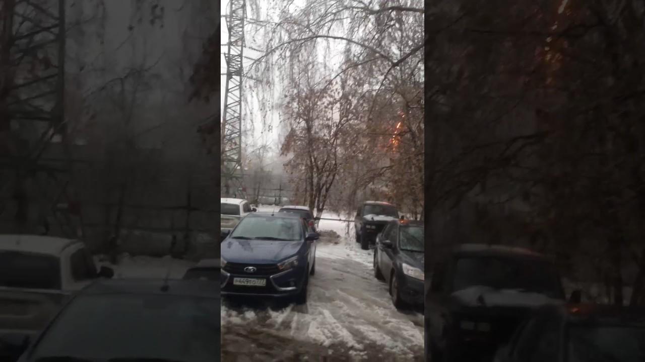 Необычное явление - Электрическая дуга во время ледяного дождя