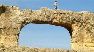 Zaujimavé Skalné hrady a ako ich nájdete vo vašej oblasti (Európa a západná Ázia)