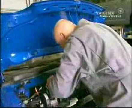Der Lada die Drosselbeere auf dem Benzin und 80