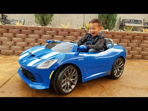 Unboxing Kid Trax Dodge SRT Viper 12 Volt Battery Powered Ride On