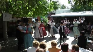 preview picture of video 'Miklós Néptáncegyüttes , 2013 09.28. Borostyán Tájház , Törökszentmiklós. 5.'