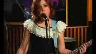 """Sleater Kinney   """"Entertain"""" Live"""