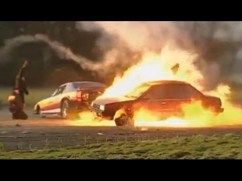 Jet Car vs Nissan – Top Gear – BBC