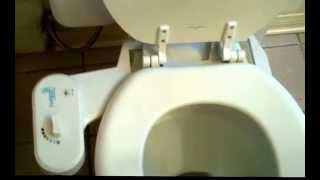 Refresh-It Bidet demo FAIL - This guy has an embarrassing experience…