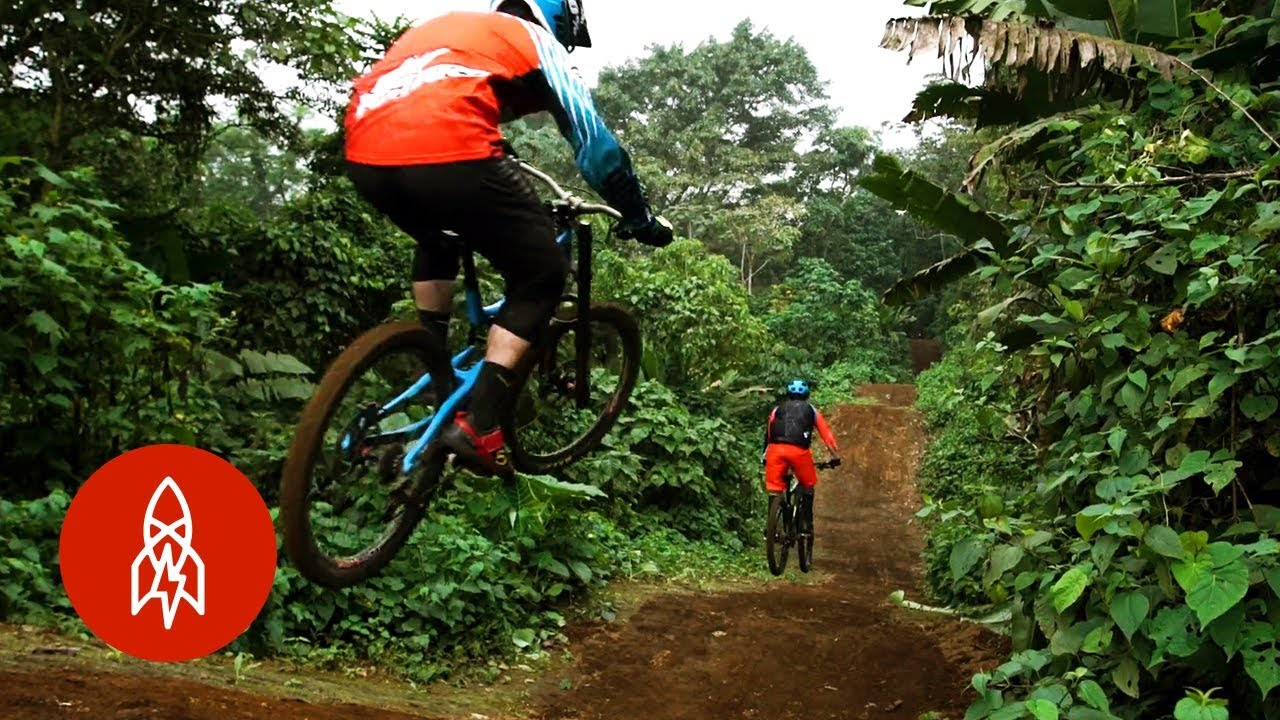 Proteggere le foreste del Guatemala in mountain bike