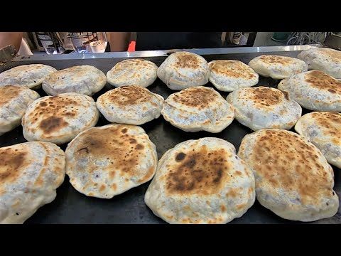 Making unleavened flatbread filled with Muscovado sugar. | Piaya