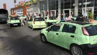 preview picture of video 'Kleine grüne Taxis am Bahnhof in Mohammedia Marokko'