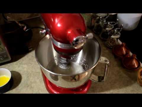 Đánh trứng sẽ nhanh hơn với máy là bếp đa năng Midimori 9818