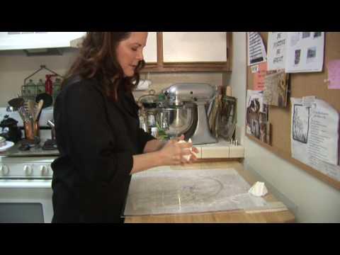 Cake Decorating : How to Make Homemade Wedding Cakes