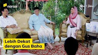 """Keluarga Shihab kedatangan tamu spesial dari Rembang, Jawa Tengah, yakni Bahauddin Nursalim atau yang akrab disapa Gus Baha. Pengasuh Pondok Pesantren Tahfidul Qur'an LP3IA ini, menjawab pertanyaan netizen yang penasaran dengan sosoknya.  """"Saya ndak punya WA (WhatsApp),"""" begitu celetukan spontan Gus Baha ketika ditanya tanggapannya mengenai dakwahnya yang viral di media sosial. Aplikasi pesan singkat saja tak punya, apalagi mengetahui bahwa videonya viral. Gus Baha mengaku tidak peduli ketenaran. """"Jadi komitmen hati saya ini hanya ingin mengenalkan ajaran Allah ini indah, ajaran Allah ini solusi. Saya tidak pernah kepikiran kalau itu jadi viral atau terkenal.""""  #ShihabShihab #GusBaha #nawaitusahaja  (Narasi)  Tonton juga Shihab & Shihab eps. [Lebih Dekat dengan Gus Baha] dan episode lainnya di https://www.narasi.tv atau klik link di bawah. Part 1 - https://bit.ly/3jWzBkM Part 2 - https://bit.ly/2D1XO8M Part 3 - https://bit.ly/3fhSYkO  Jangan lupa subscribe, tinggalkan komentar dan share.  Tonton konten lainnya juga di YouTube Channel: - Narasi http://bit.ly/SubscribeYouTubeNarasi - Narasi Newsroom http://bit.ly/SubscribeNarasiNewsroom - Narasi Entertainment http://bit.ly/SubscribeYTNarasiEntertainment - Narasi Stories http://bit.ly/SubscribeNarasiStories - Narasi Talks http://bit.ly/SubscribeNarasiTalks - Narasi Sports http://bit.ly/SubscribeNarasiSports  Jangan lupa subscribe yaa..  Follow: https://www.instagram.com/najwashihab https://twitter.com/NajwaShihab https://www.facebook.com/najwashihabofficial"""