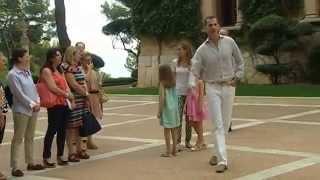 preview picture of video 'Los Reyes, la Princesa de Asturias y la Infanta Sofia, en el Palacio de Marivent'