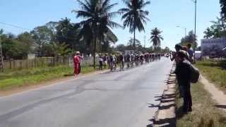 preview picture of video '2015.02.16 Near Baragua Watching the Biggest Cuban Cycle Race 01'