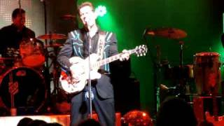 "Chris Isaak - ""I Want You To Want Me"""