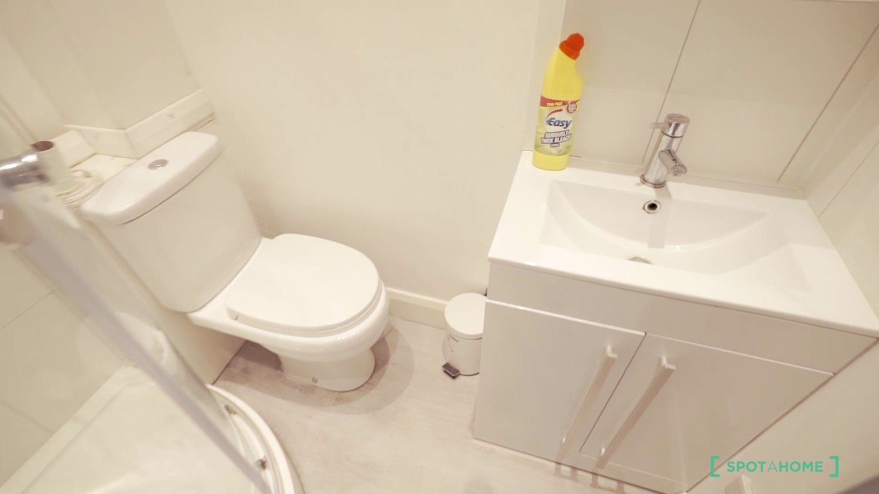 Rooms to rent in large house with dishwasher in Hammersmith