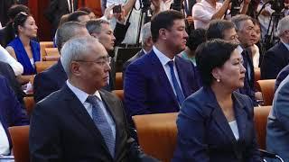 Президент Алмазбек Атамбаев и Президент Узбекистана Шавкат Мирзиёев сделали заявления для прессы