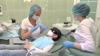 Чистка зубов у девочки - стоматология Ибн Сина