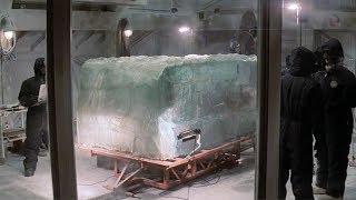 【穷电影】科学家发现一个被冰冻4万年的生物,打开后,却把大家惊到了