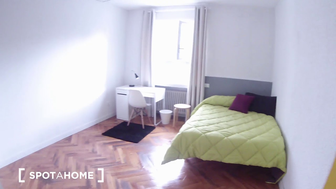 Double Bed in Rooms for rent in a stylish 9-bedroom apartment in Puerta del Ángel