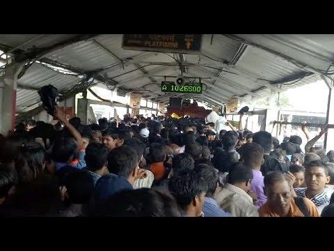 Stampede kills at least 22 at Mumbai railway station