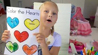 Алиса притворяется играть в няню для кукол ! Учим цвета и делаем уроки для детей