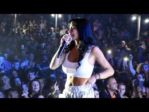 Ξεσήκωσε του χιλιάδες θεατές με ποντιακά τραγούδια η Πάολα, σε συναυλία της