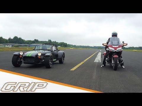 Fahrspaß-Check Auto gegen Motorrad   Caterham 275 vs. Honda Gold Wing   GRIP