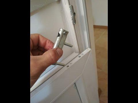 Где ещё может скрипеть металлопластиковая дверь. Необычное место!