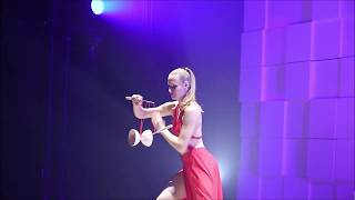 Diabolo Act, (Red Dress) 4,5 minutes