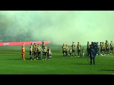 """""""Partido inaugural del Estadio """"Campeón del Siglo"""": El primer recibimiento de los hinchas"""" Barra: Barra Amsterdam • Club: Peñarol"""